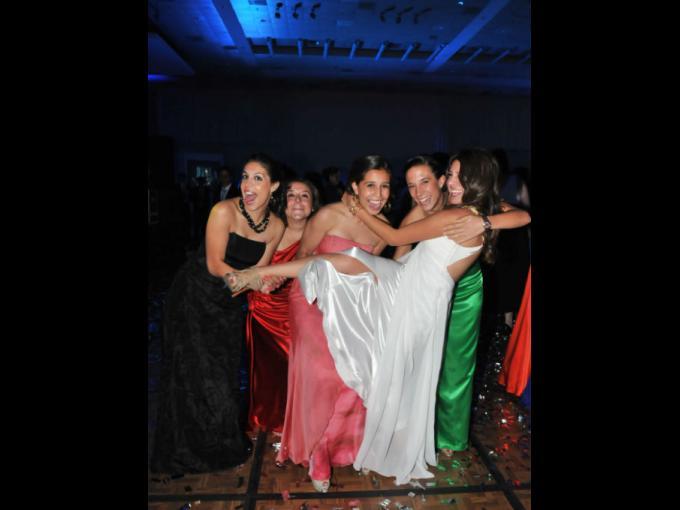 La pasan bomba: Pilar Moreno, Tessie Harfuch, Celia landa