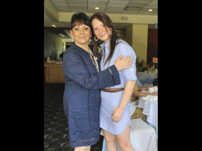 Mamá y hermana de la festejada. Laura Flores y Paula Ojeda