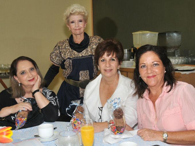 Vania López Valladares, Yolanda Valdés, Pamela Márquez y Titi García
