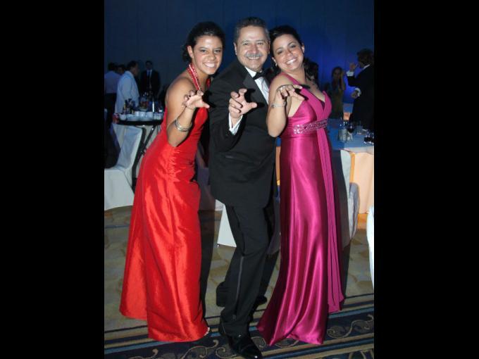 Juliana, Guillermo y Valentina García
