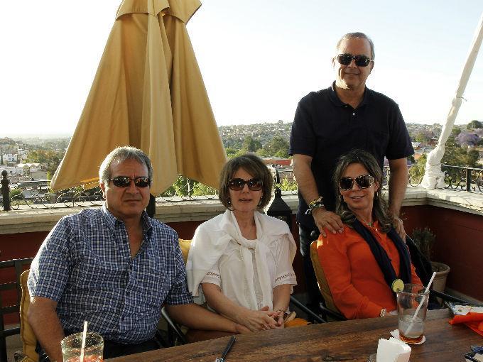 Luis Rubio y Marieta Bernal con Milton y Paloma Rubio.