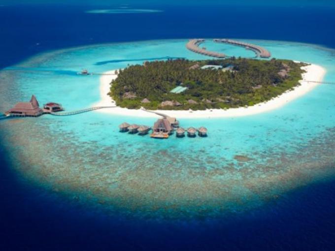 10. Anantara Kihavah – Baa Atoll (Maldivas) Situado en una isla nombrada Patrimonio de la Humanidad por la UNESCO, este hotel además de contar habitaciones maravillosas con vista de ensueño, cuenta con uno  de los pocos restaurantes submarinos en el mundo.