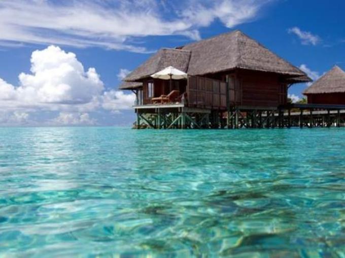 3. Conrad Maldives Rangali Island – Rangali (Maldivas) / El hotel tiene una variedad de opciones de alojamiento, desde bungalows en la playa hasta villas acuáticas de diferentes tamaños y estilos.