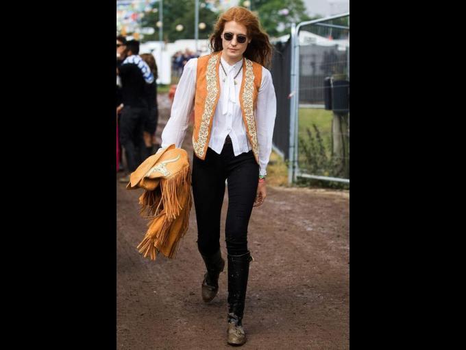 Florence Welch. La popular pelirroja de 27 años, líder de la banda Florence and the Machine fue vista en el festival  con un look al estilo Janice Joplin.