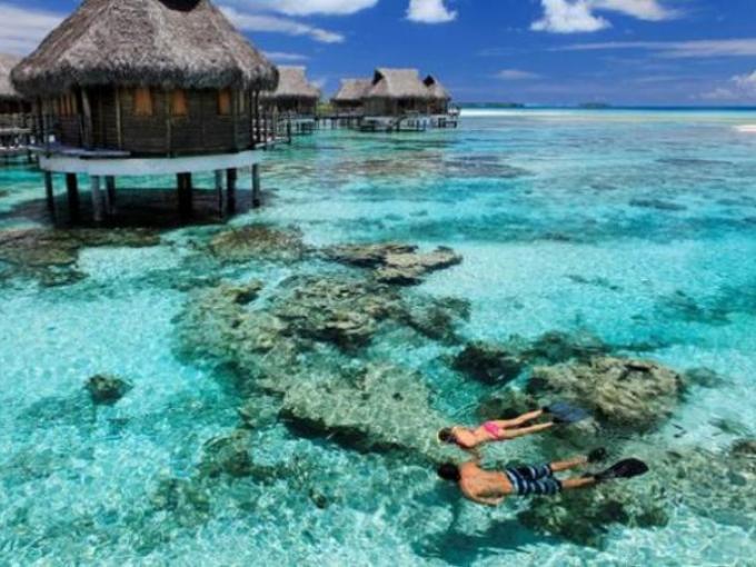 1. Tikehau Pearl Beach Resort – Tikehau (Polinesia Francesa) / Cuenta con 24 suites y bungalows flotantes, además de 13 en la playa.