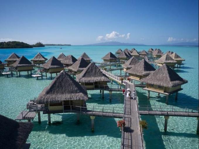 9. Intercontinental Le Moana – Bora Bora (Polinesia Francesa) Ubicado en una de las playas más bellas del mundo, este resort cuenta con 64 bungalows donde 50 de son flotantes.