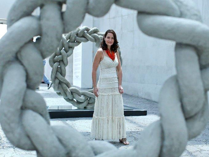 """""""Visiones"""" como se llama la muestra, reúne 18 esculturas en bronce, acero, cemento y aluminio todas en formas fuertes y colores vibrantes y hechos especialmente para el lugar en que fueron expuestas."""