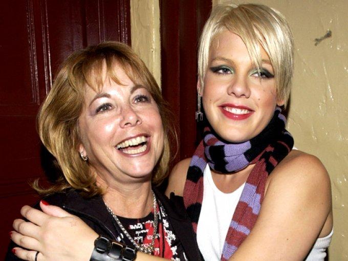 Pink y Judy Moore