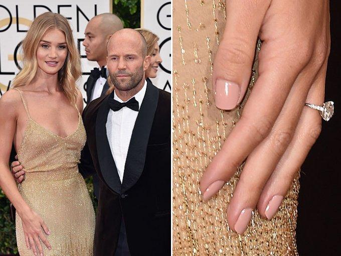 Rosie Huntington-Whiteley y el actor Jason Statham llevarán su relación al siguiente nivel. La modelo de Victoria's Secret, lució el anillo de compromiso en la alfombra roja al lado de su pareja en los Globos de Oro 2016 en Beverly Hills.