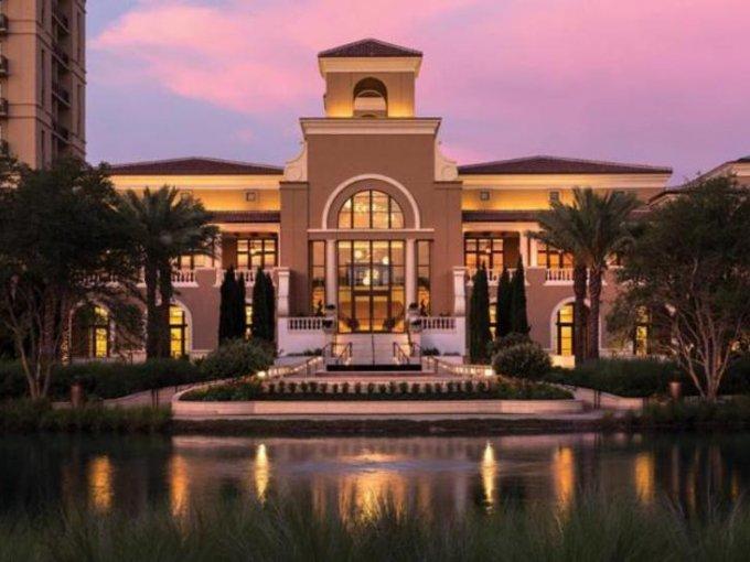 Four Seasons Resort Orlando de Walt Disney World, este complejo incluye spa, campo de golf y un parque acuático para disfrutar de una experiencia completa