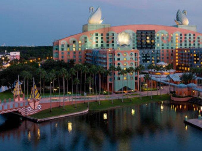 Walt Disney World Swan, el ambiente mágico y sus deliciosos restaurantes te cautivarán