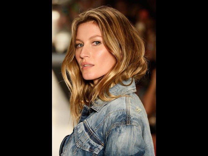 Gisele Bündchen, modelo y esposa de Tom Brady, ha colaborado con Procter & Gamble y vende su línea de sandalias en 80 países. En 2009 fundó una empresa productora de cosméticos ecológicos.