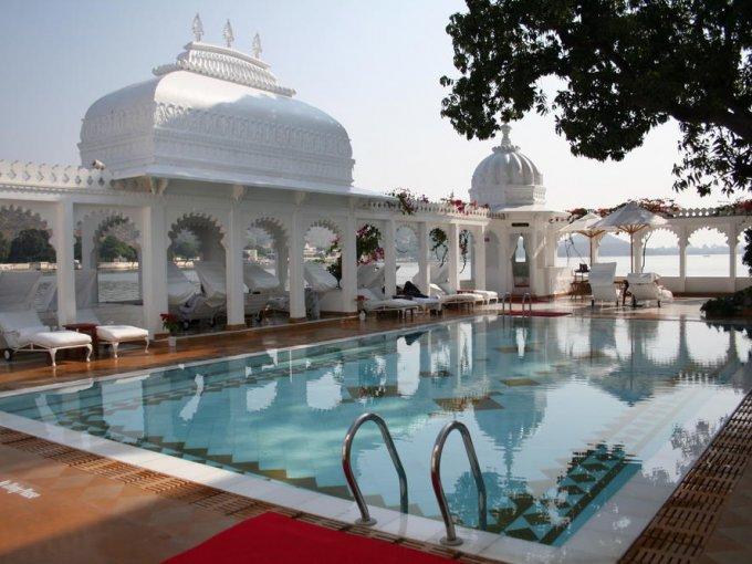 4. Taj Lake Palace, Udaipur, India: algunos dicen que este hotel construido en 1746 es el lugar más romántico del mundo.