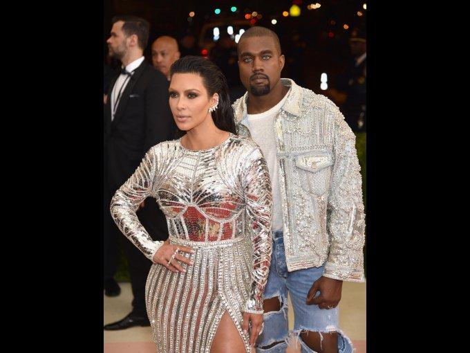 Kim Kardashian y Kanye West en Balmain