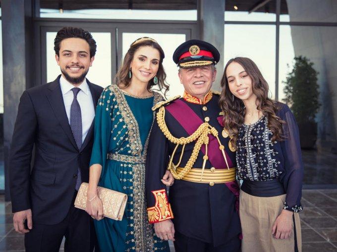 Rania de Jordania: la reina que nació en Kuwait, estudió administración en la Universidad Americana del Cairo y trabajó en mercadotecnia para Citygroup y Apple, en Amman.