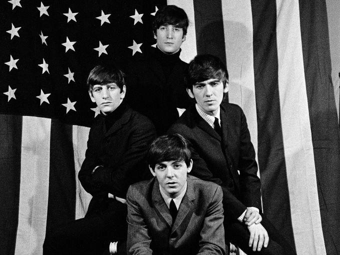 En octubre de 1962, la banda inglesa The Beatles lanzó su primer sencillo 'Love me do', con el que se dieron a conocer en Reino Unido y tiempo después en Estados Unidos, país que visitaron por primera vez en 1964. El grupo se hospedó en el hotel The Plaza, propiedad de Donald Trump.