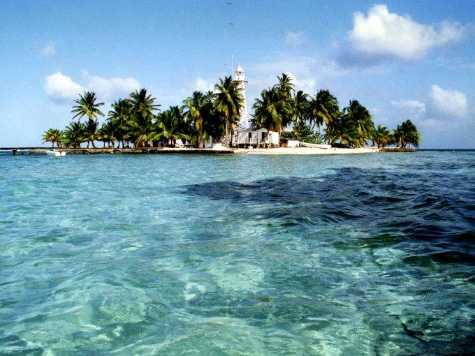 Belice-  sus atractivos turísticos son muy variados, además de tener algunas de las playas más bellas del mundo.