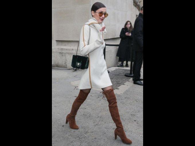 Bella Hadid saliendo del desfile de Chanel
