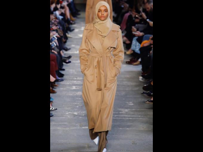 Halima Aden: La primera modelo con hijab que IMG agency ha contratado. Esta belleza somalí-americana de Minesotta, llamó la atención de todos después de debutar en la pasarela Yeezy temporada 5.
