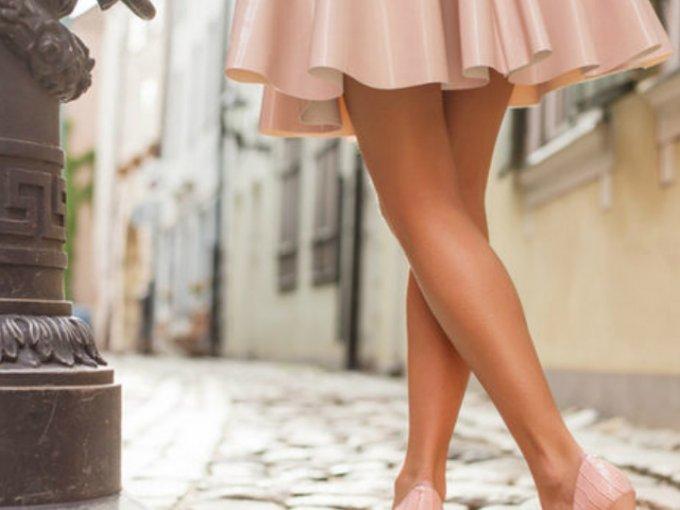 Si eres de las afortunadas que pudieron broncearse este verano (o lo hará) descubre qué colores quedan PERFECTOS para destacar el nuevo color de tu piel