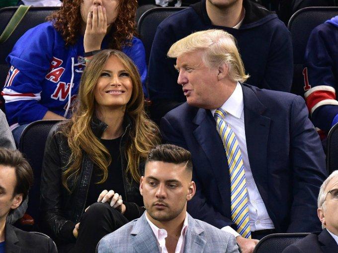 Melania y Donald Trump son una pareja polémica, muchas veces han sido captados en momentos que sinceramente incomodan a todos, el amor entre ellos ha sido cuestionado en varias ocasiones y se duda del futuro sentimental que pueda tener esta relación, sin embargo, no todos los momentos son malos y nos dimos a la tarea de buscar imágenes donde sí se vean felices. Aquí las tienen.