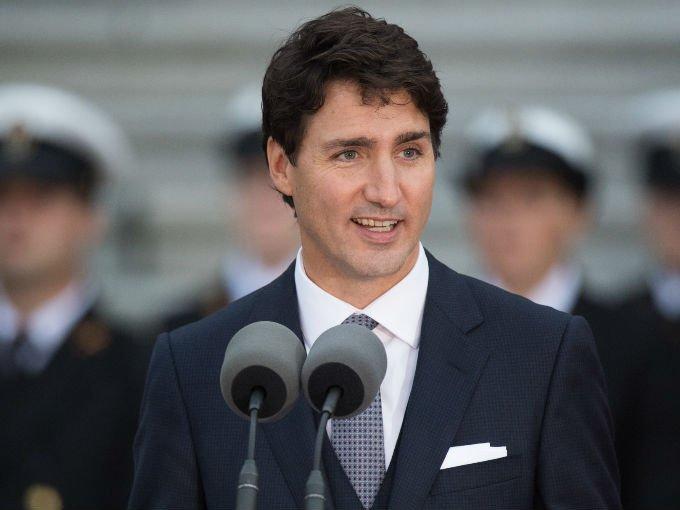 El Primer Ministro de Canadá se ha convertido en un ícono, no sólo por su mandato, sino por su personalidad y carisma.  Las fotografías de sus apariciones públicas lo demuestran…