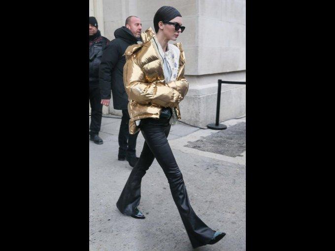 Kendall Jenner saliendo de Chanel