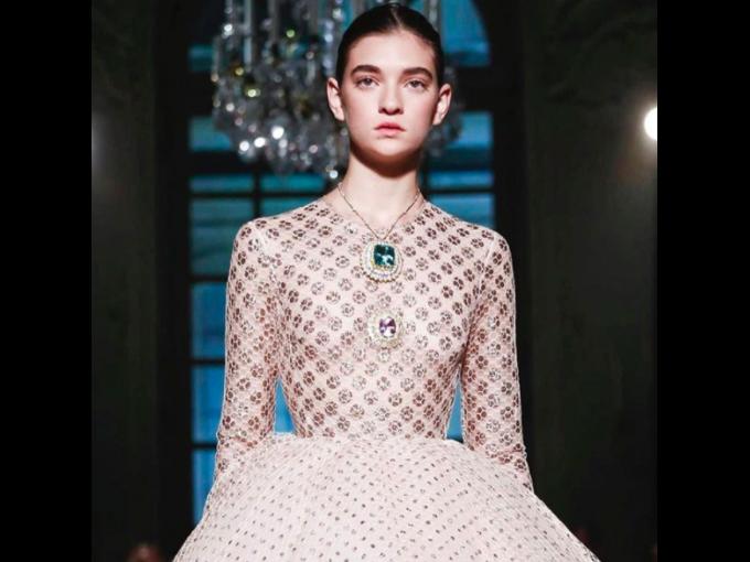 Ratner: Trabaja con marcas como Valentino, Dior, Oscar de la Renta, y la veremos en las pasarelas más cool de la siguiente temporada.