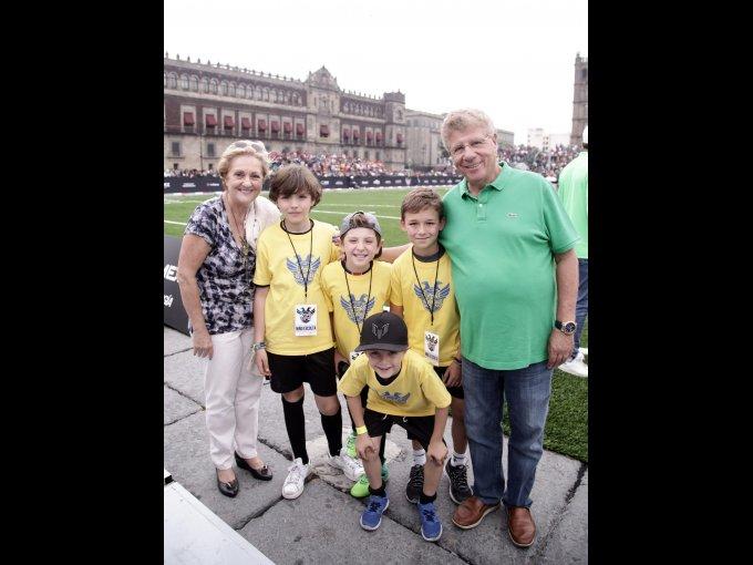Cinthia, Sebastián, Gabriel, Carlos, Sebastián y Carlos Alazraki