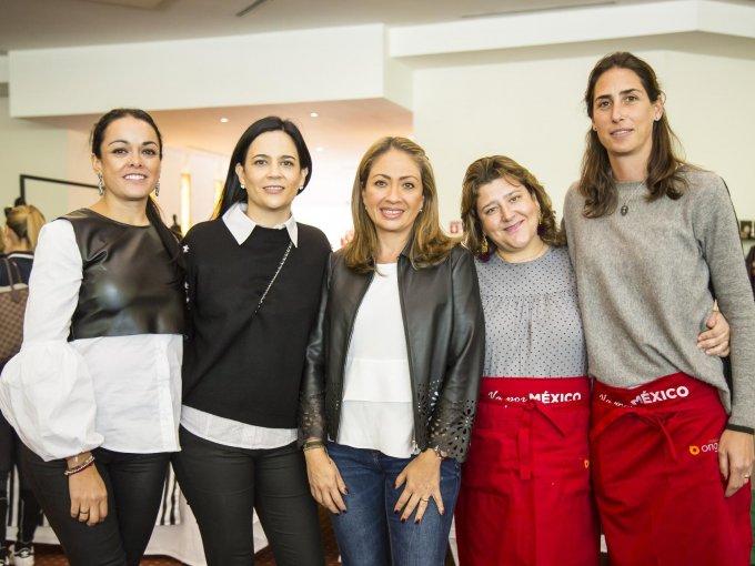 Michelle Jolyt, Alejandra Gómez, Casilda Chico, Arantxa Cruz y Ana Paula Carrillo
