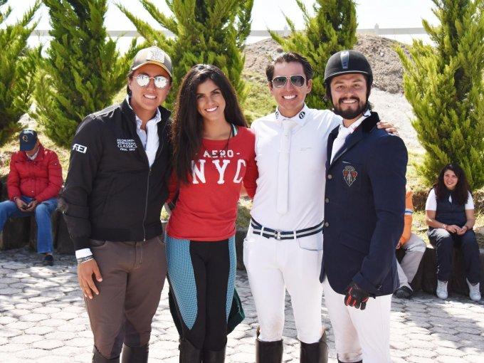 Fernando Carvantes, Isabella Miranda, Agustín Carvantes y Carlos Olea