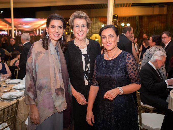 Paola Petrelini, Amparo Velasco y Fernanda Llergo