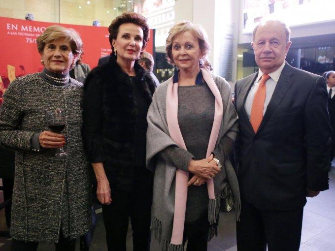Leticia Odabachian y María Gutiérrez con Olga y Armando Zapico