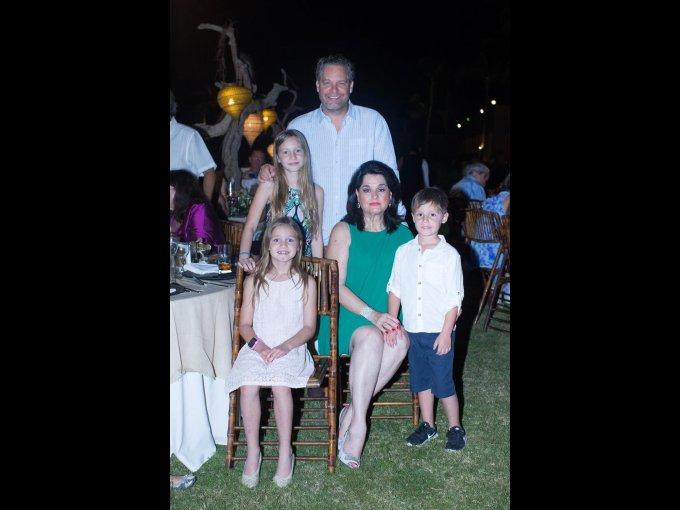 Alberto, Cata y Valeria Santos con Alicia Boesch y Alberto Santos