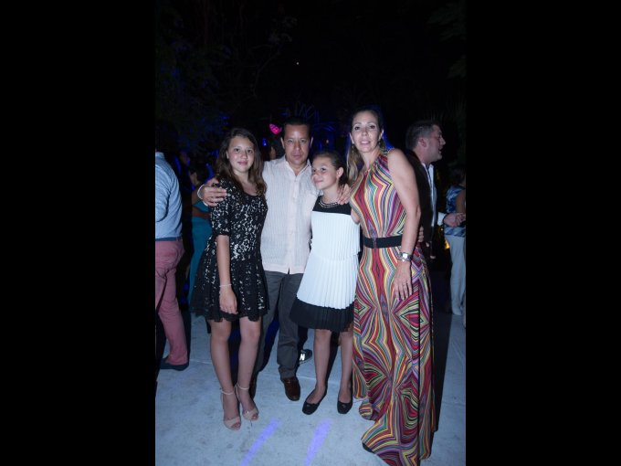 Isabel Ortega, Rodrigo Ortega y Silvia Ortega con Silvia Figueroa