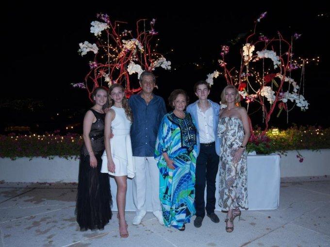y María Albarrán, Eduardo Wichtendahl y Susanna Palazuelos con Ricardo y Carla Albarrán