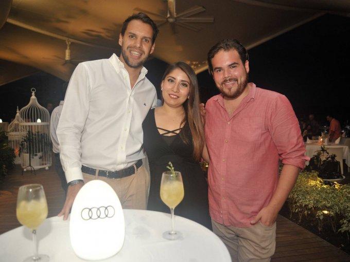 Alberto Robles, Marcela Muñoz y Armando Carmona