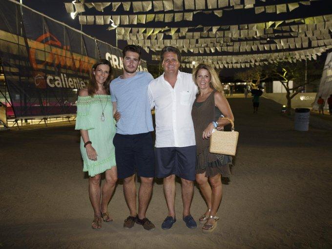 Amaya Murillo y Mikel Lanzagorta con Gabriel y Adriana Gadsden