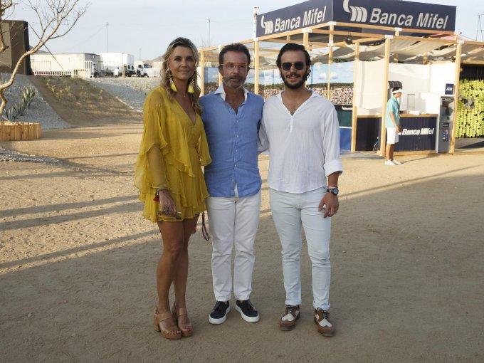 Paola Prom con Antonio y Antonio Chedraui