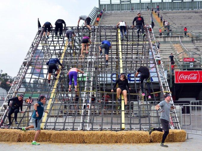 Cada participante mostró su condición física y destreza en cada uno de los obstáculos