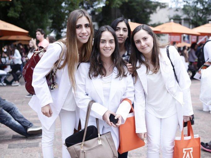 Nicole Jacob junto a Fernanda y Pau Brown con Nadine Falcón