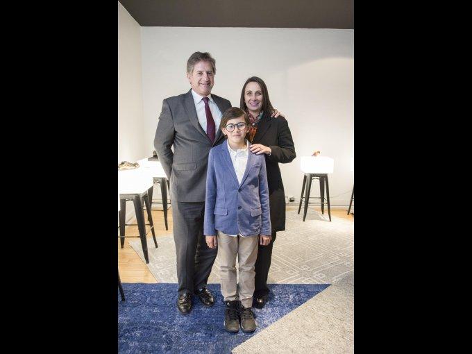 José Luis Quintero e Isabelle Aloi con Sebastián Rojas