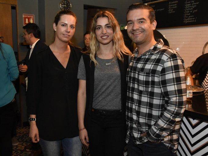 Inés de la Barra, Valeria Pimentel y Miguel Hernández