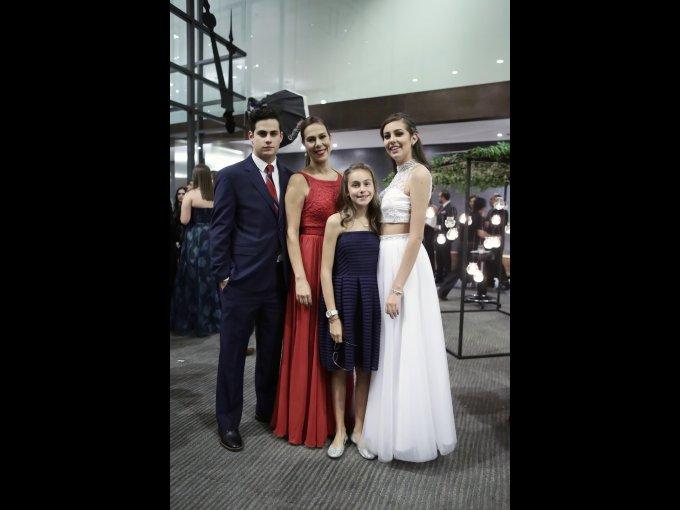 Alberto Muñoz, Adriana Ocon, Rebeca Muñoz y Mónica Muñoz