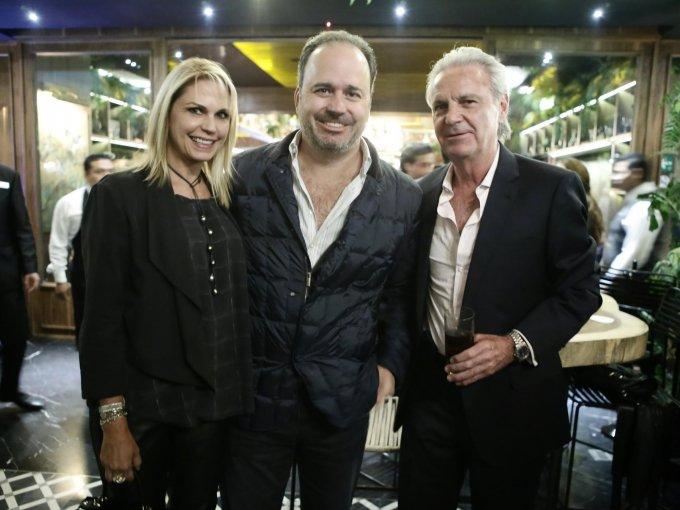 Leonor y Emilio Hernández con Alberto Rivera Torres