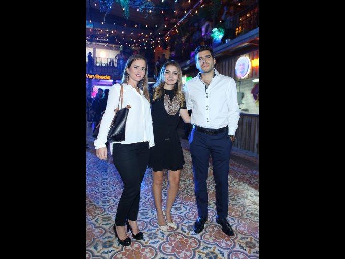 Paula García con Cristel Ralero y Rolando Reyes