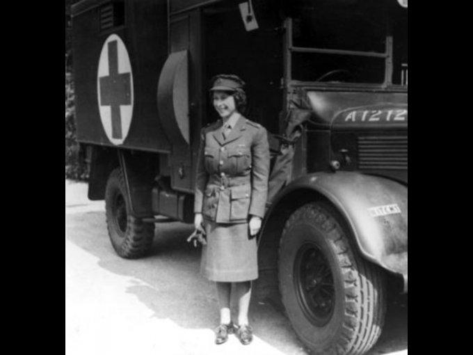 Trabajó también como auxiliar de mujeres, mecánica y conductora de camiones en la Segunda Guerra Mundial