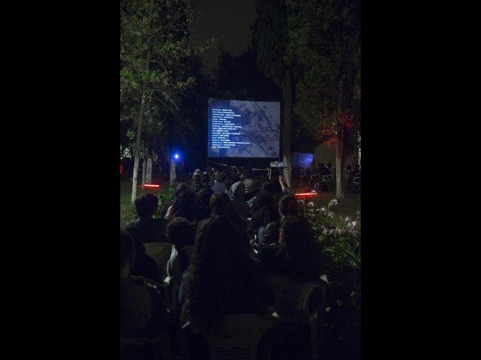 En el panteón municipal se realizó una proyección de cine de terror