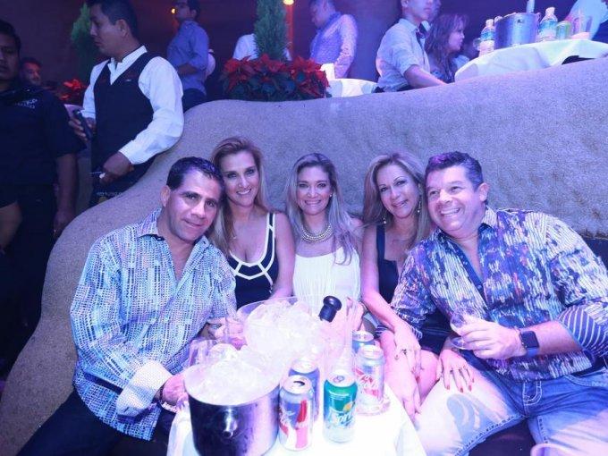 Lázaro Carrillo, Cynthia y Marcela Caballero con Patricia y Eduardo Pruneda