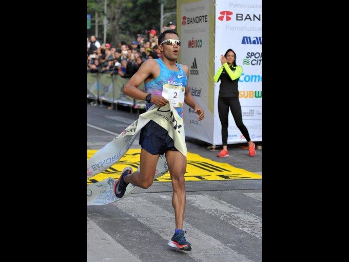 Juan Luis Barrios ganó el Medio Maratón en la categoría varonil